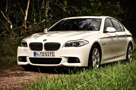 01_BMW_530d_SIXT-Düsseldorf-Flughafen_Schnee-im-Sommer