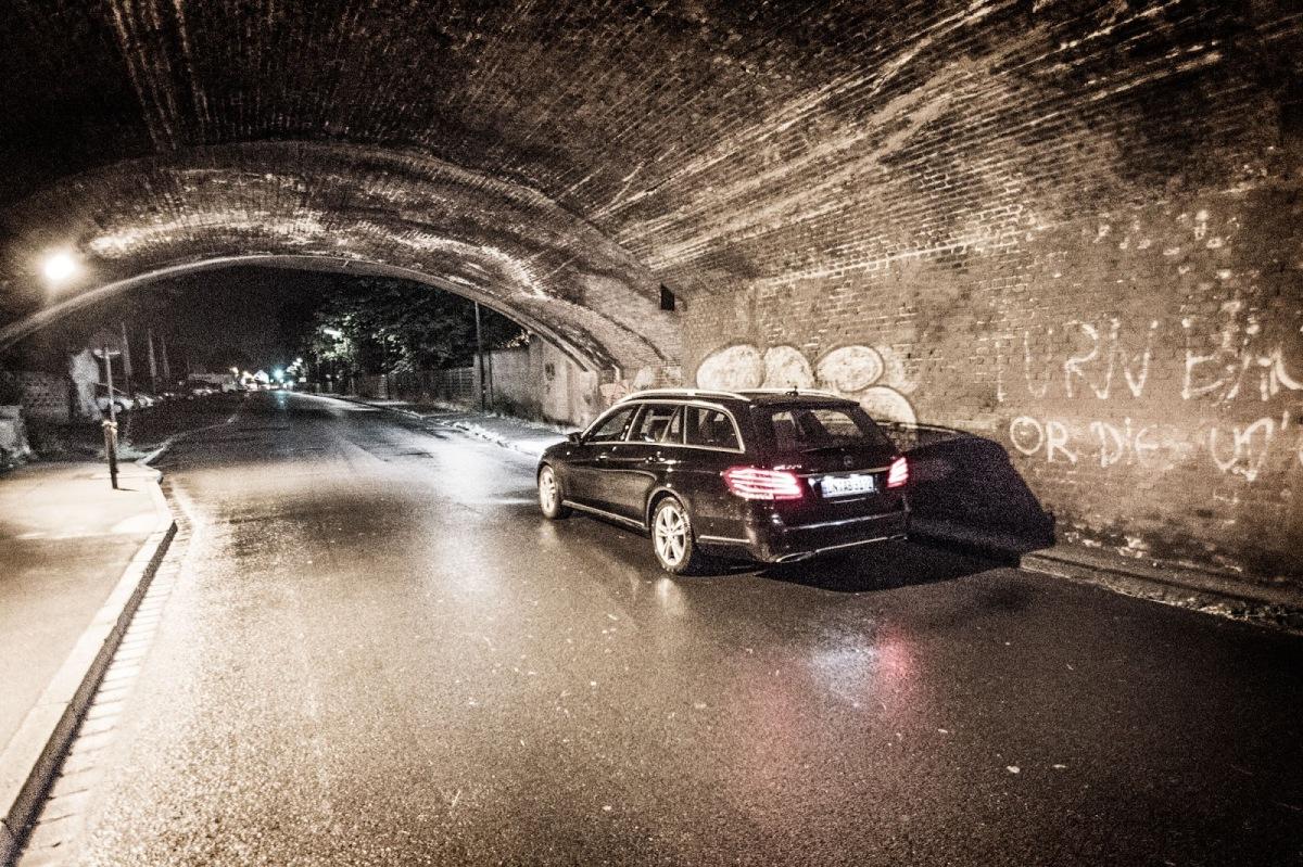 01_schwerunterwegs_Mercedes-Benz-E220CDI-HertzDuesseldorfImmermannstrasse_Fortuna_PaulJanesStadion