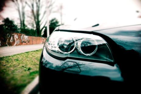 04_BMW_520d_Hertz_Immermannstraße_Xenon_AdaptivesKurvenlicht_Fernlichtassistent