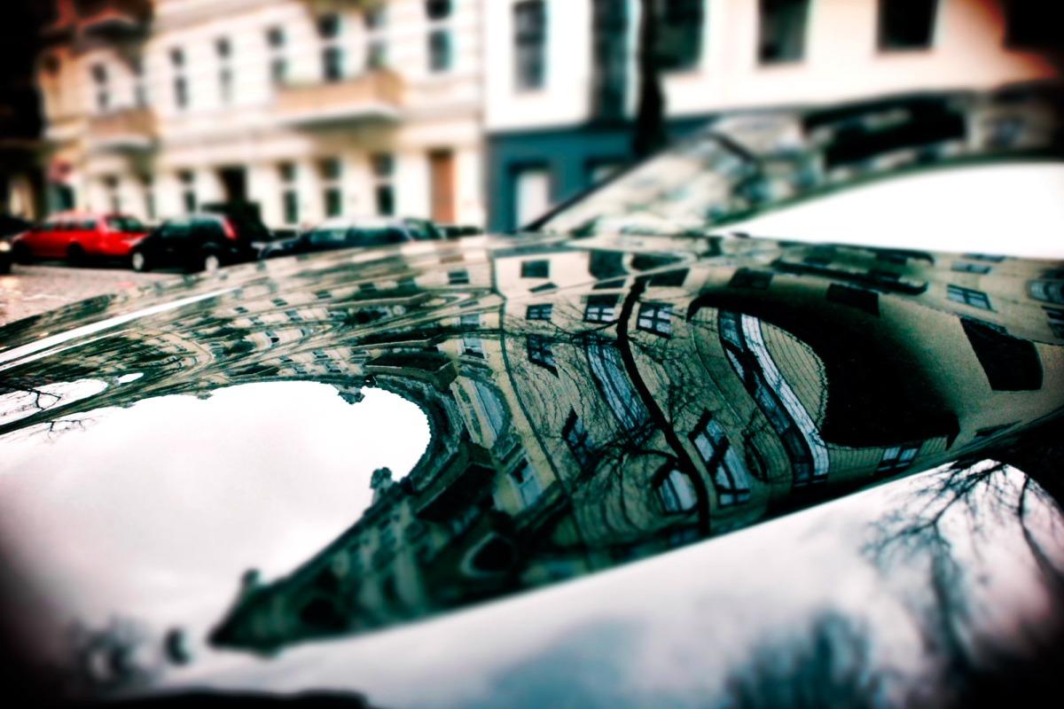 05_BMW_520d_Hertz_Immermannstraße_konvex-konkave_Motorhaube
