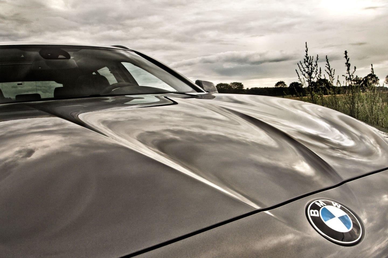 05_BMW_525d_Hertz_Immermannstraße_B87_WIndpark_EfficientDynamics_BMW-Propeller_Motorhaube_konvex-konkaveFlächen