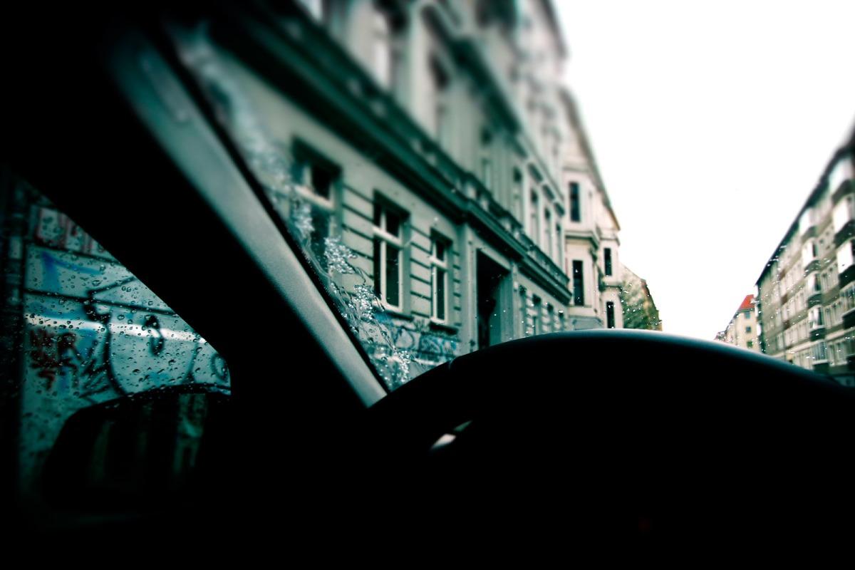 07_BMW_520d_Hertz_Immermannstraße_Regennasse_Windschutzscheibe