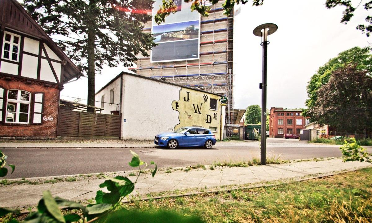 08_BMW_118d_EstorilBlau_Berlin_Spandau