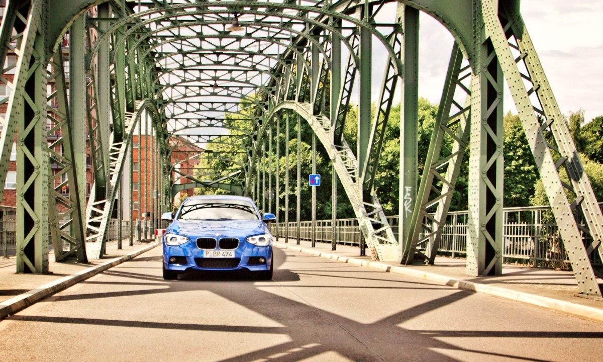 11_BMW_118d_EstorilBlau_Berlin_Spandau