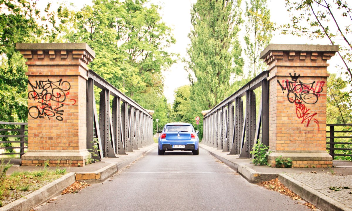 12_BMW_118d_EstorilBlau_Berlin_Spandau