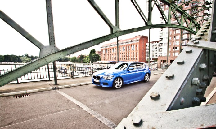 14_BMW_118d_EstorilBlau_Berlin_Spandau