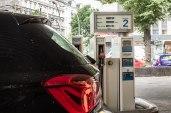 BMW 116i Facelift - an der Tankstelle gehen 6 Liter benzin pro 100 Kilometer durch den Rüssel